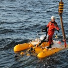 Hookman Martin Fenske catches the hook for the recovery of research submersible JAGO. Photo: Maike Nicolai, GEOMAR