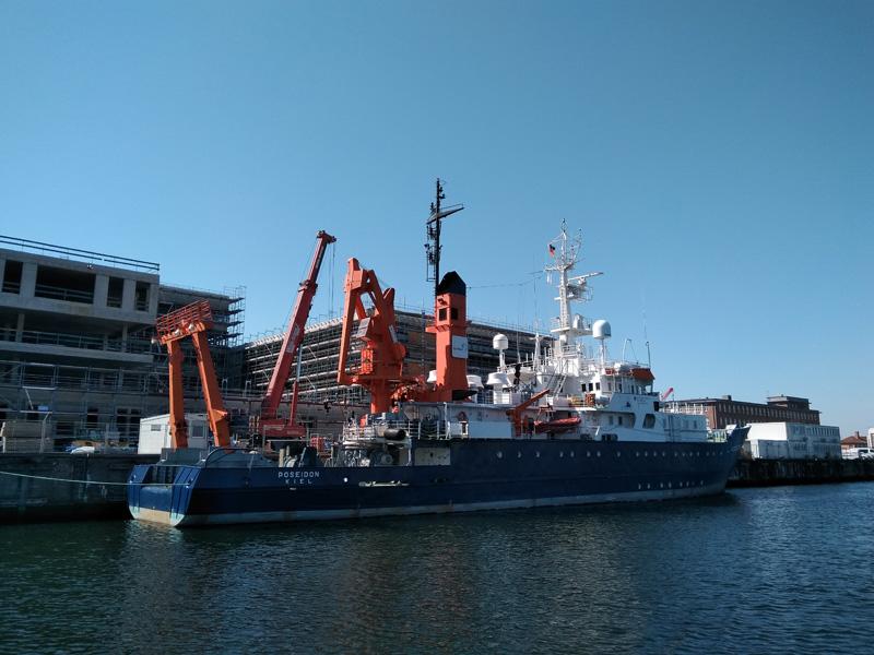 FS POSEIDON kurz vor dem Auslaufen in Kiel.