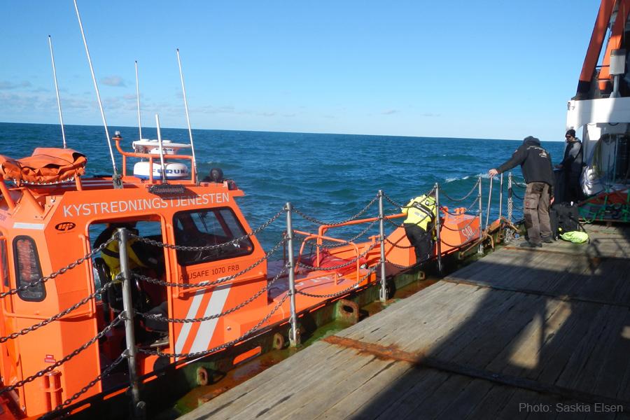 Personaltransfer auf hoher See. Foto: Saskia Elsen