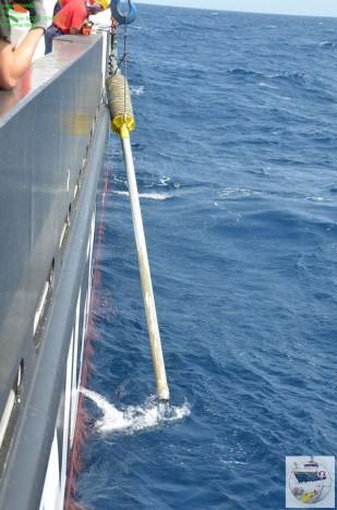 Das Schwerelot kommt mit Sediment zurück an Bord/ Gravity Corer is hauled back on board. ©Thomas Walter