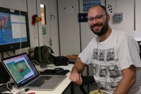 Nico erstellt gerade die Graphik für diesen Blogeintrag. / Nico is preparing the figure for this blog entry. ©Nico Augustin