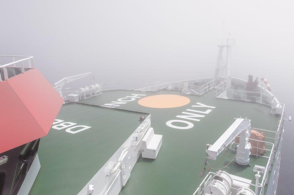 Fog-bound R/V SONNE. Photo: Thomas Ronge, editing: Steffen Niemann