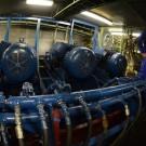 Zu den Erlebnissen an Bord der SONNE gehörte auch ein Blick in den Maschinenraum. Foto: Fabian Mühlberger